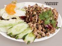 10.鶏肉/豚肉のサラダ(ラープカイ・ムー)
